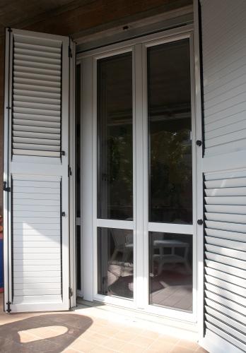 Vendita scuri e persiane per finestre a modena e provincia allu fer idea - Scuri per finestre ...